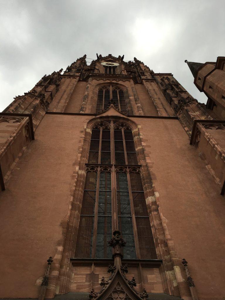 Devant la cathédrale